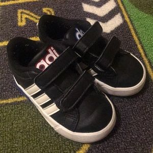 Adidas toddler sneakers sz 5